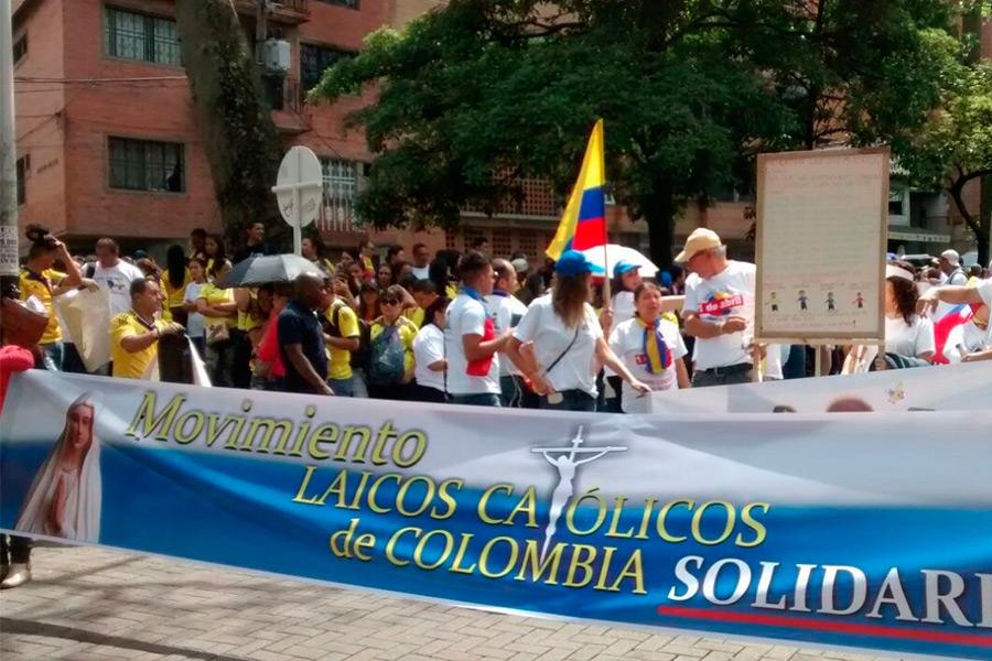 Historia-Movimiento-Solidario-Valla-del-Movimiento-en-marcha-en-Medellin